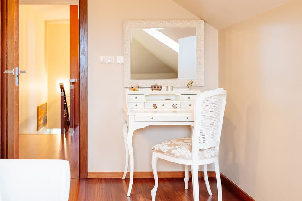 What Not to Do When Redoing a Bedroom Vanity